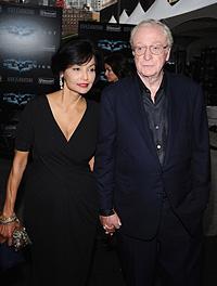Майкл Кейн с женой Шакирой.