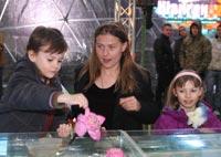 Мария Голубкина пришла с детьми, также заинтересовавшимися