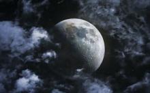 Специалисты NASA впервые обнаружили воду на солнечной стороне Луны