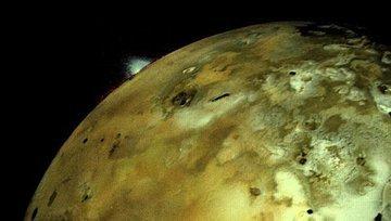 На Ио, спутнике Юпитера, астрономы нашли озеро из лавы