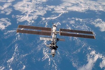 """Орбитальная станция """"Мир"""" - первый в космосе"""