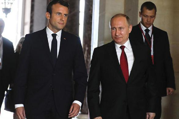Putin sends telegram to Macron after Notre Dame fire: Russia ready to help. 63520.jpeg