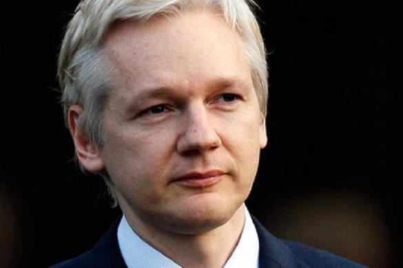 Julian Assange should have followed Edward Snowden to Russia. 63614.jpeg
