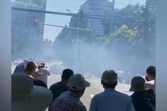 Woman sets herself on fire near US Embassy in Beijing. 62657.jpeg