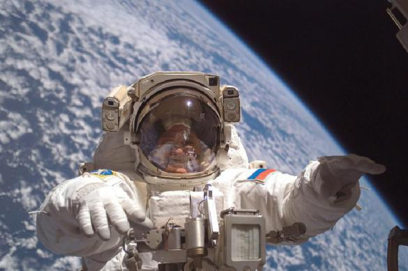 Russian cosmonaut says what space smells like. 61708.jpeg