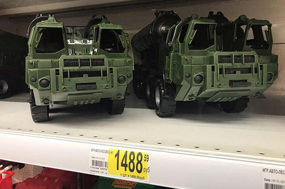 Russian toy stores sell plastic model of S-300 missile system. 61779.jpeg
