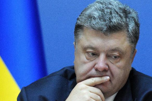 Ukraine's Western allies point their guns at President Poroshenko. 61831.jpeg