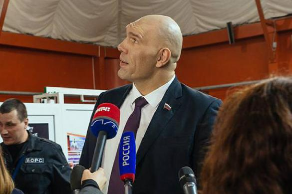 Nikolai Valuev snickers at poor Russians who made him MP. 62961.jpeg