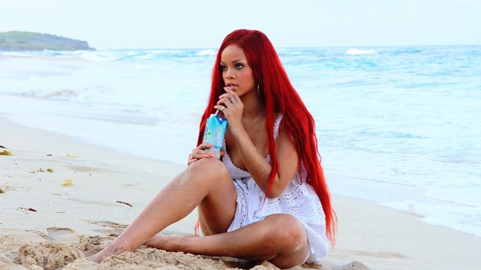Rihanna: Feeling naked