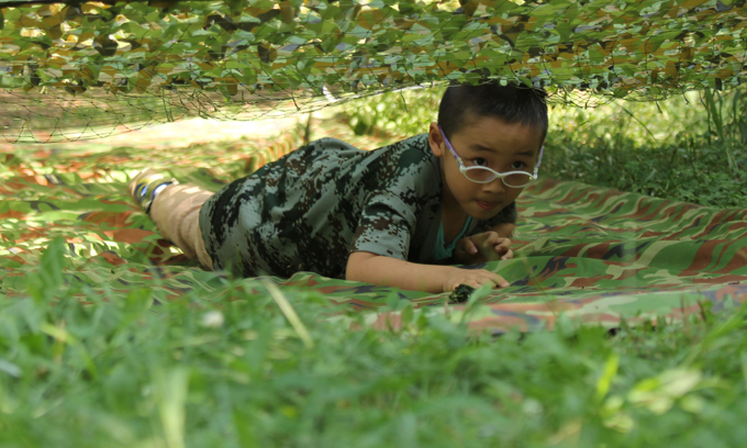 Chinese kid army: Serving in strappy pants