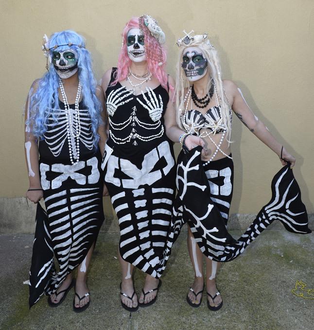 Морские девы на улицах Нью-Йорка