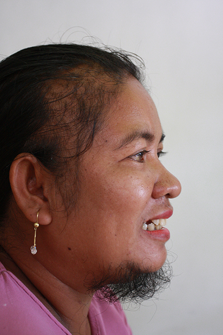 Indonesian woman hides her beard for 13 years