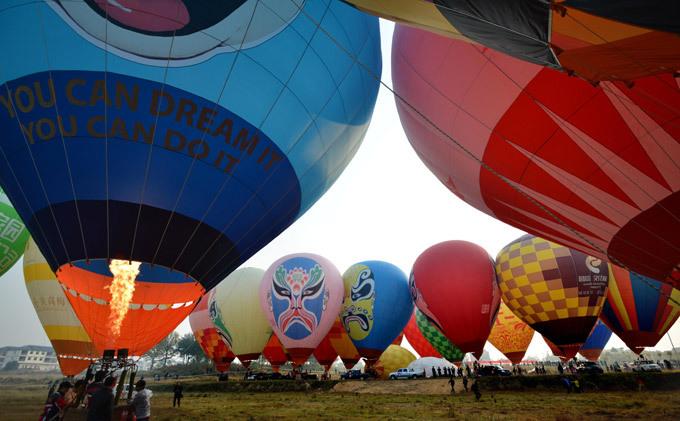 Hot air balloons decorate Chinese skies