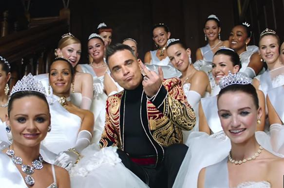 Robbie Williams sings for wealthy Russians at St. Petersburg International Economic Forum
