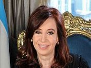 Kirchner maintains majority, but loses major Argentine cities