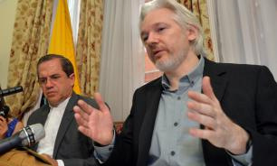 Interview: Why did Quito cut Assange's access to the Internet?