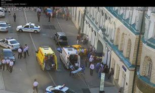 Taxi cab rams into pedestrians in Moscow