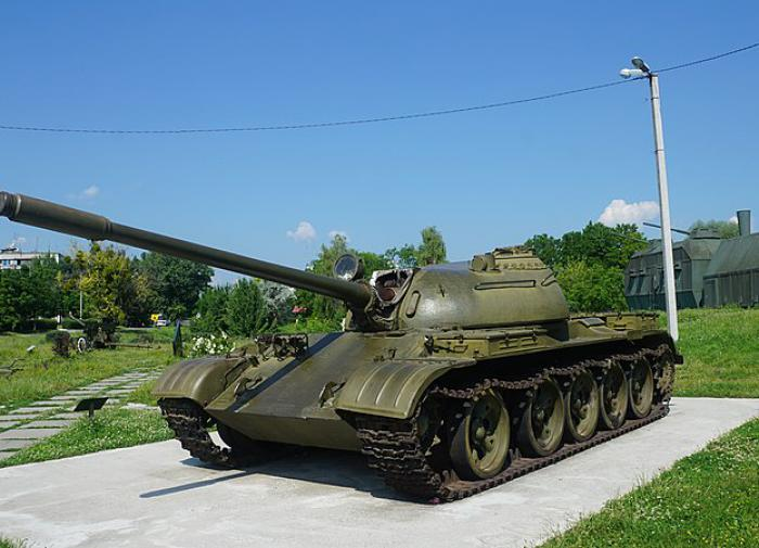 The state-of-the-art Soviet tank T-62 raises eyebrows in the West.