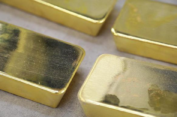 Iran sets new records for gold and oil