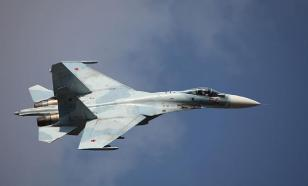 Sukhoi Su-27 'pushes away' NATO's F-15C from governmental jetliner
