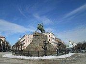 Ukraine torn between East and West