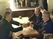 Putin enjoys beer after discussing state issues
