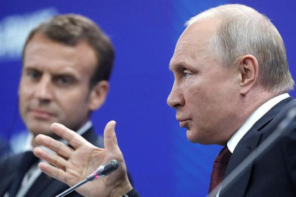 Putin makes two suggestions about Alexei Navalny to Emmanuel Macron