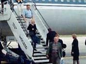 Drunken flight attendants beat up a passenger
