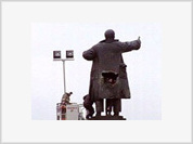 Monument to Vladimir Lenin in St. Petersburg damaged as a result of kinky explosion