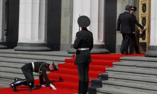 Soldier who collapsed during Poroshenko's inauguration abandoned to the whims of fate
