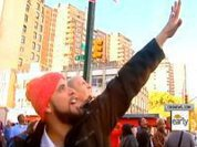 """New Yorkers Wave """"Hi"""" to Jellyfish UFOs"""