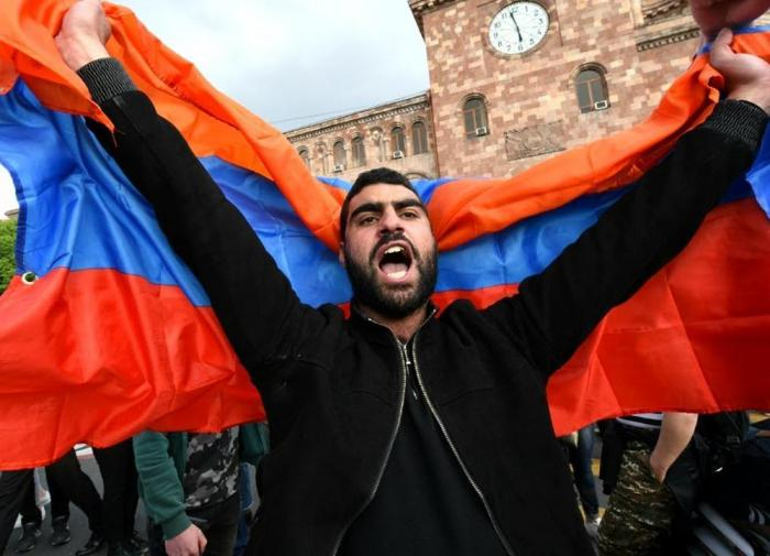 Armenia either goes with Russia or falls into abyss of national catastrophe