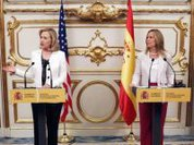 Hillary Clinton reviews Spanish government and applauds their servility