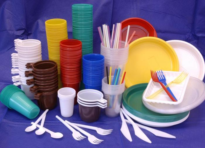 Russia considers banning plastic tableware and straws