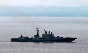 Iranian military detains US destroyer