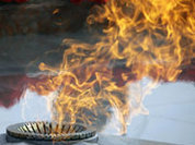 Egyptian man urinates into Eternal Flame in Russia's Volgograd