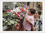 Beslan marks 100 days of the hostage crisis