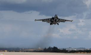 MiG-29 flies at extremely low altitude. Video