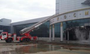 Minivan loaded with petrol and gas cylinders rams into cinema in Yekaterinburg. Video