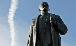 War on monuments: Eternal peace of Lenin's mummy disturbed