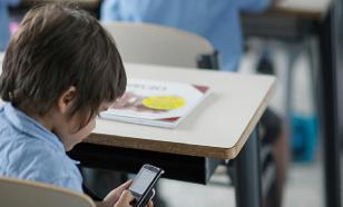 Most Russians want smartphones banned in schools