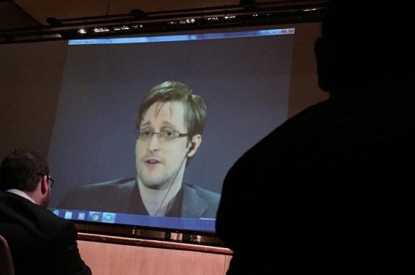 Snowden says how to secure against spying