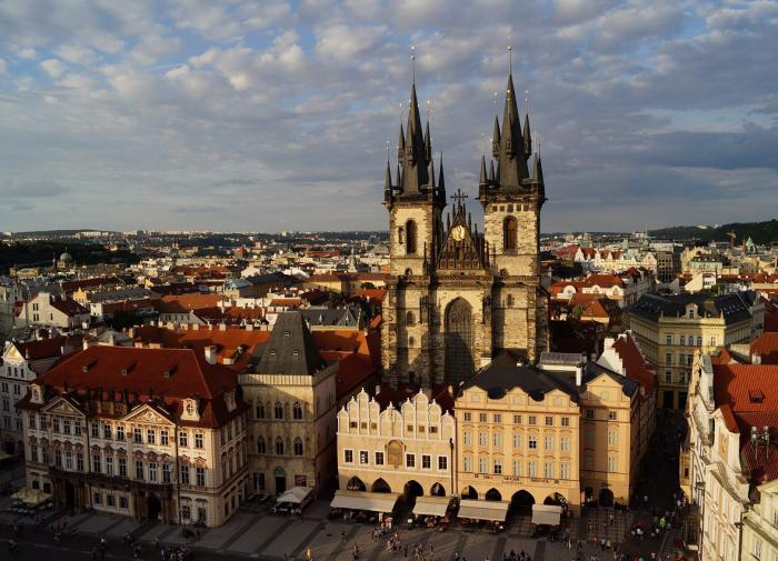 High-ranking Russian officials must not own real estate in US and Czech Republic
