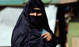 Saudi female students allowed to use mobile phones
