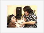 Midget woman gives birth to two normal babies