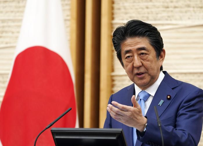 Shinzo Abe steps down, and Russia may forget about peace treaty