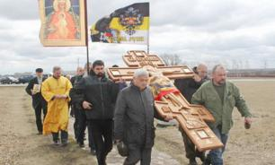Ukrainian Orthodox believers hold procession against war in Donbass