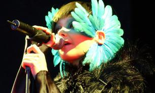 Bjork destroys Lars von Trier's career