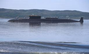 Russian nuclear-powered submarine passes through Arctic ice. Video