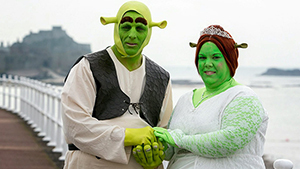 British couple wed as Shrek and Fiona